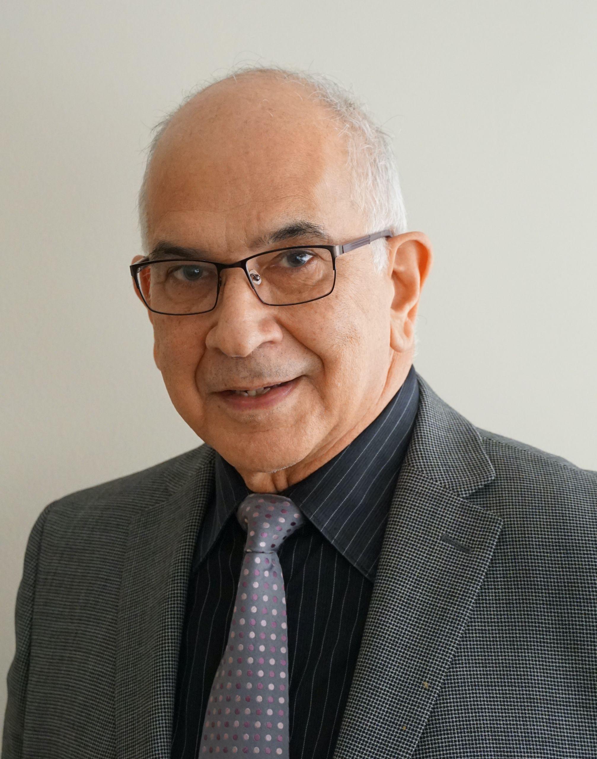 Dr. Enrique Armenta